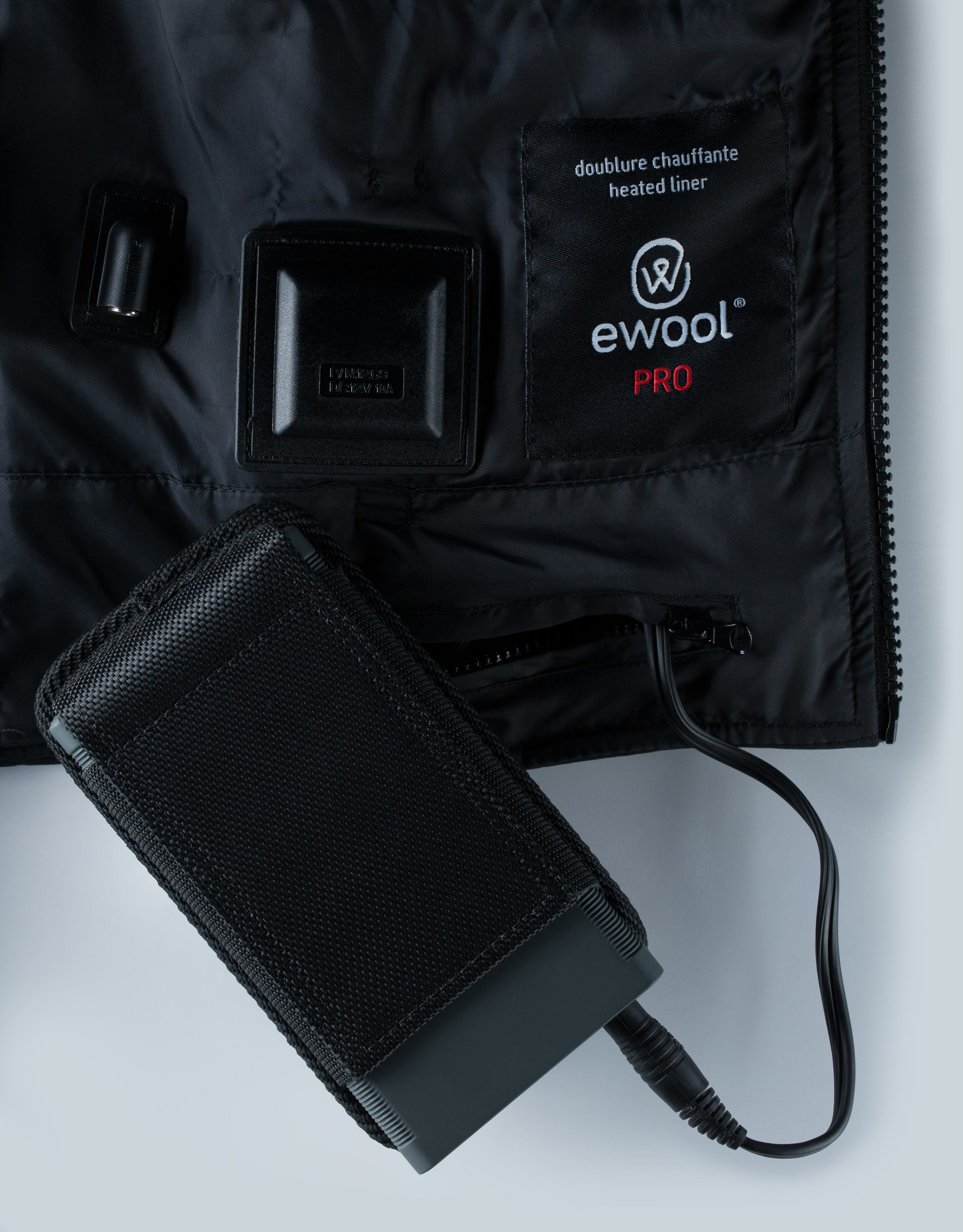 Inside ewool® PRO vest with battery plugged to auxiliary power cable