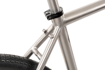 GR300 Gravel Bike   External Cable Routing