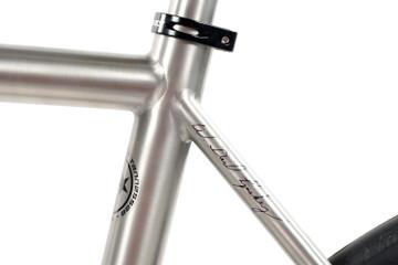 R300 Disc Road Bike   Shimano 105 HDR   Vision Team 30