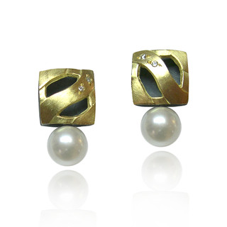 Moire Square Pearl Earrings, Modern Jewelry by Keiko Mita