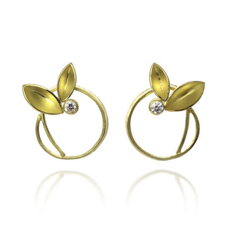 Twirling leaves studs by Liaung-Chung Yen | 18K Yellow Gold | Handmade Contemporary Jewelry