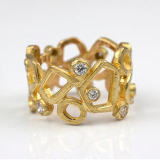 Stone Pathway Ring by Liaung-Chung Yen   18 Karat yellow gold and diamonds