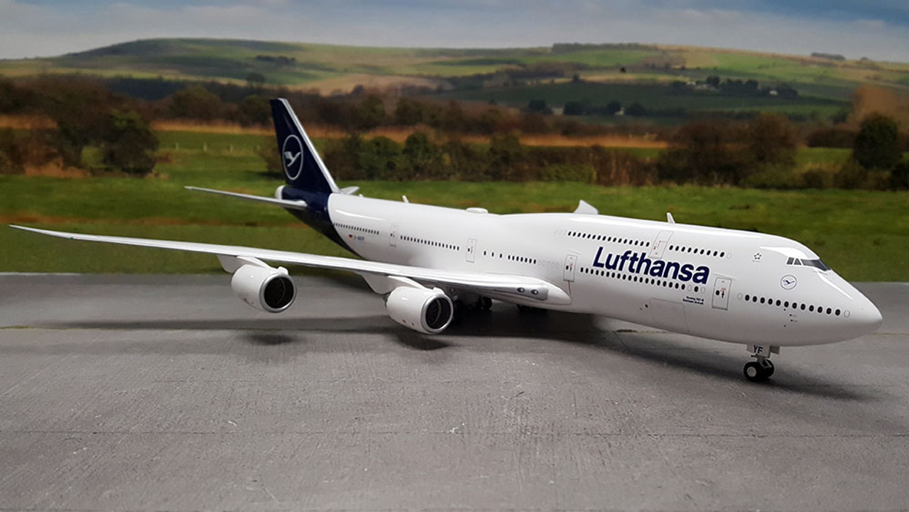 new 2018 colors Herpa 559188-1//200 Lufthansa Boeing 747-8 Intercontinental
