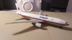 Dragon Wings Malaysia Boeing 777-212 9H-MRA Scale 1/400 55027-03