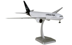Hogan Wings Lufthansa Cargo Boeing 777-200F D-ALFA Snap fit with stand and gear Scale 1/200 HGDLH004