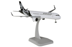 Hogan Wings Air New Zealand A321neo ZK-NNB with stand and gear Scale 1/200 HG11694