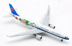 AV400 China Southern Airlines Airbus A330-300 B-8870 Scale 1/400 AV4094