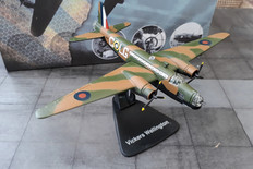 Atlas Vickers Wellington Boxed and with gear Scale 1/144 approx 010A