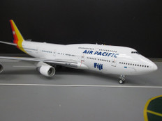 J Fox Air Pacific Boeing 747-400 DQ-FJK with stand Scale 1/200 JF7474047