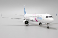 JC WIngs Airbus Industrie Airbus A321neoLR D-AVZO With Stand Scale 1/200 JCLH2212