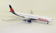 Inflight 200 Skyservice Airbus A330-332 C-FBUS With Stand Scale 1/200 IF333SG0719
