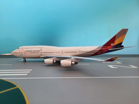 J Fox Asiana Airlines Boeing 747-400 HL7428 with Stand Scale 1/200 JF7474049