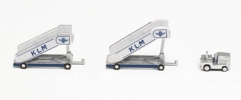 Herpa Wings KLM historic passenger stairs (2) with tractor (1) Scale 1/200 571883