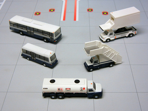 Gemini 200 Airport Service Vehicles Scale 1/200 G2APS450