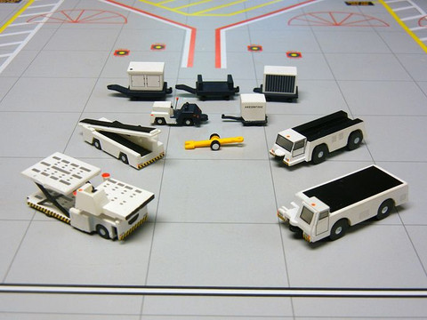 Gemini 200 Airport Service Vehicles Scale 1/200 G2APS451 CLS