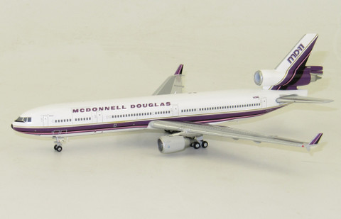 JC Wings  MD-11 REG: N211MD house Colours  Scale 1/400 JC4076