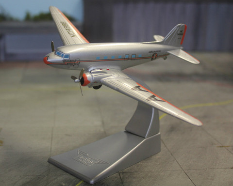 Corgi American Airlines DC-3 NC21798 with gear Scale 1/144 AA47102