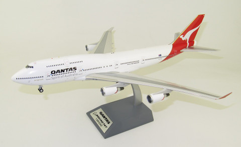 Inflight 200 Qantas Boeing 747-400 VH-OEG City of Vancouver  With Stand Scale 1/200 IF744QFA1119