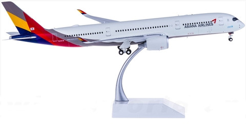 JC Wings  Asiana Airlines Airbus A350-900 HL7578 With Stand Scale 1/200 LH2060