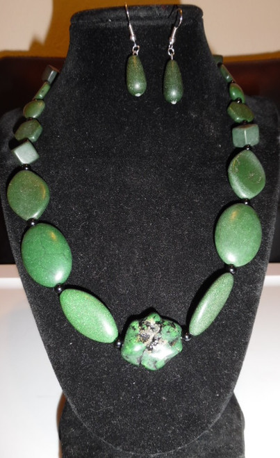 Women's Handcrafted Necklace Set