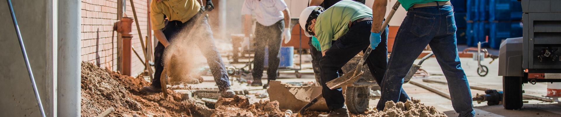 Colaboradores trabalhando no ramo da construção