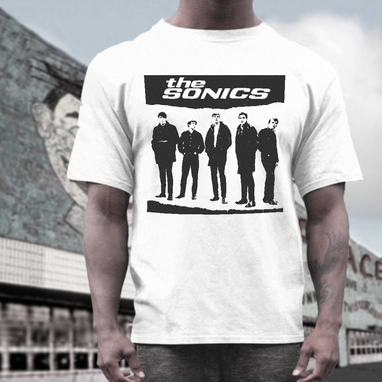 the Sonics    T shirt      band  on white