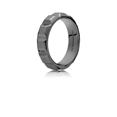 Utzon Jewellery Copenhagen – smykker – stor pyramide ring i sort sølv