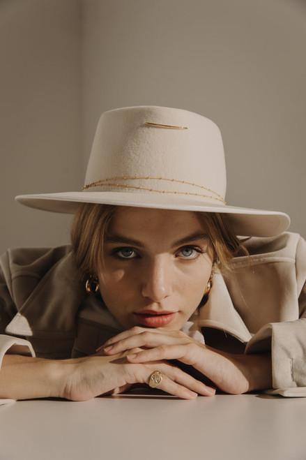 LE ANNA HAT OFF WHITE