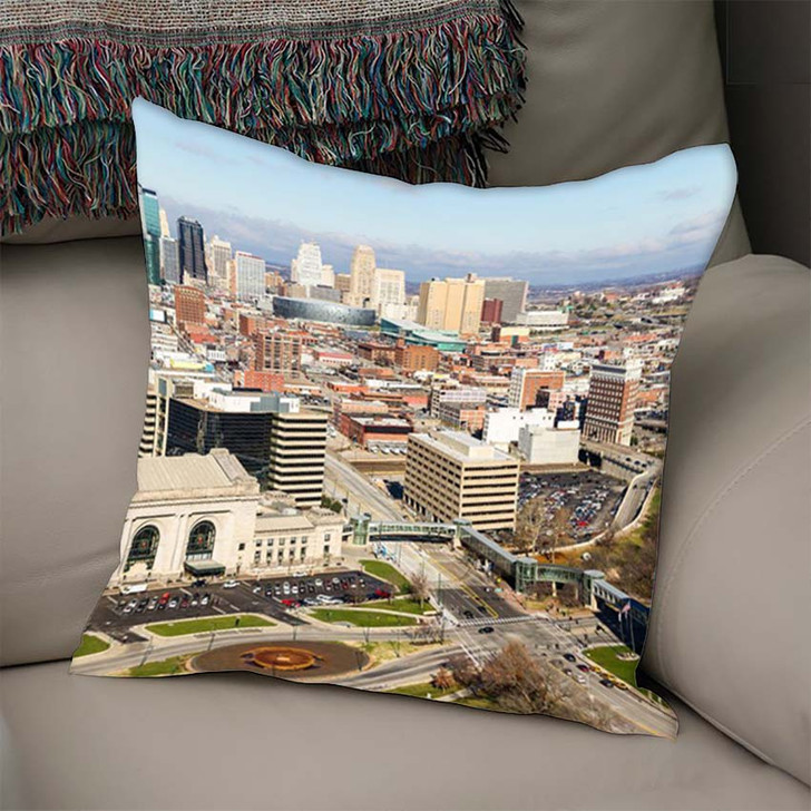 A Large Panoramic View Of Kansas City Missouri During The Daytime - Landscape Linen Pillow