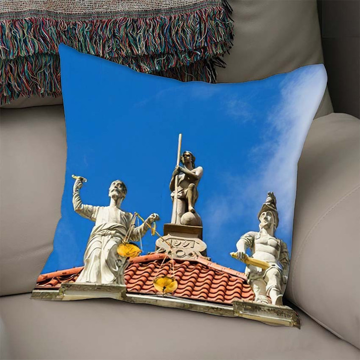 17Th Century Golden House Long Market - Landmarks and Monuments Linen Pillow For Sale