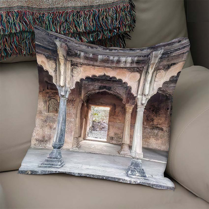 500 Years Old Beautiful Indian Fort - Landmarks and Monuments Linen Pillow