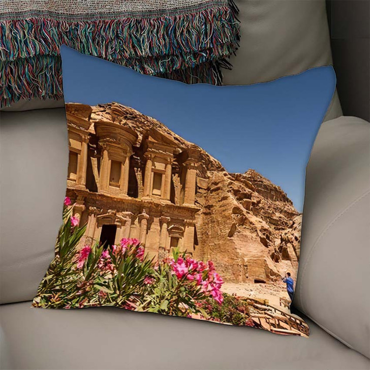 8 June 2014 Tourists Om Front - Landmarks and Monuments Linen Pillow