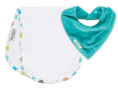 The shoulder bibs with their absorbent fabric and waterproof membrane will keep everyone's clothes clean and dry. Includes a bandana bib made with super soft velour towelling and waterproof backing to keep your little one clean and dry from dribbles and spills.
