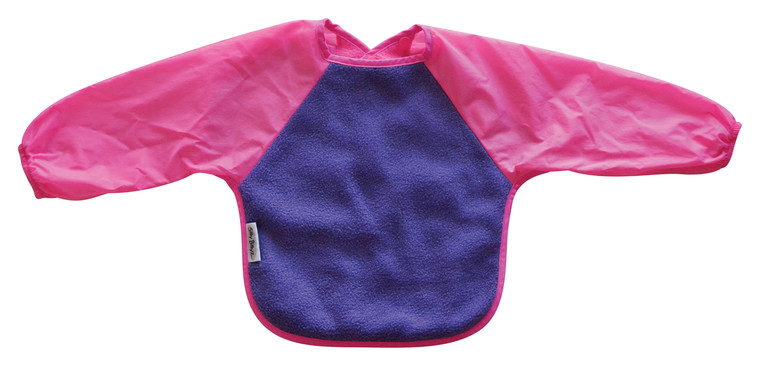 The water-resistant nylon sleeves provide extra protection from food wobbling off a spoon or fork. Durable fleece front is suitable for both feeding and messy playtime. Backing is made with a water-resistant nylon to keep clothing and kids clean and dry! A great all-rounder.