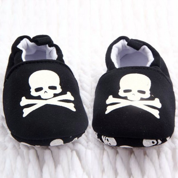 Black and white skull baby shoes, baby skull and crossbones shoes, pirate baby shoes, rock and roll baby shoes, baby gift for cool new parents, badass baby shoes, skull shoes for infants, front