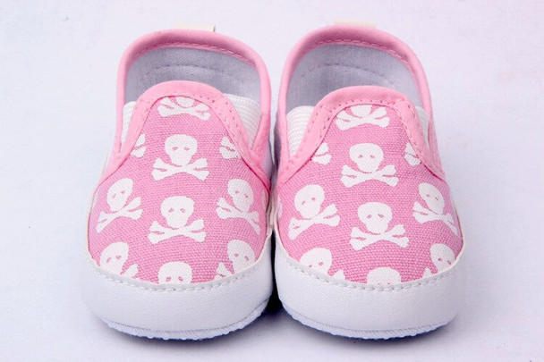 Pink skulls baby shoes, baby skull and crossbones shoes, pirate baby shoes, rock and roll baby shoes, baby gift for cool new parents, badass baby shoes, little girl skull shoes for infants, skull canvas baby shoes, cool baby shoes