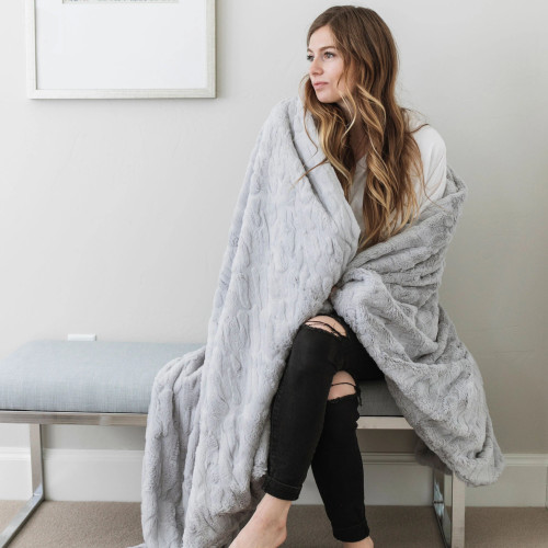 Dove Throw Weighted Blanket by Saranoni