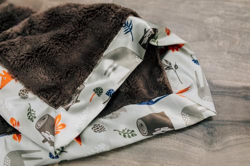 Medium Receiving Blanket with Satin Border by Saranoni