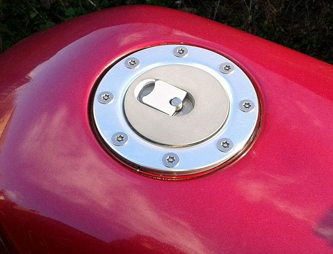 newton-equiopment-aero-400-cap3-cap3l-motorcycle-fuel-tank-install.jpg