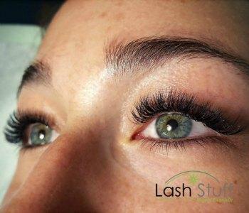 lash-artist-of-the-week-nadine-hind-photo-of-eyelash-extensions-by-lash-stuff.jpg