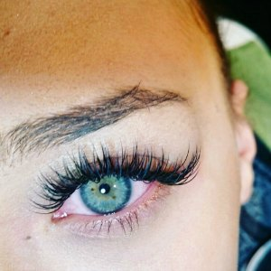 lash-artist-of-the-week-taylor-cain-photo-of-eyelash-extensions-.jpg