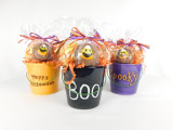This Ceramic Halloween Bucket contains, 2 decorated chocolate covered Oreos, 2oz. jelly pumpkins, 2oz. candy corn, 2oz. chocolate covered sprinkled mini pretzels.