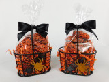 This Spider Wire Basket contains, 4oz. chocolate covered mini pretzels.