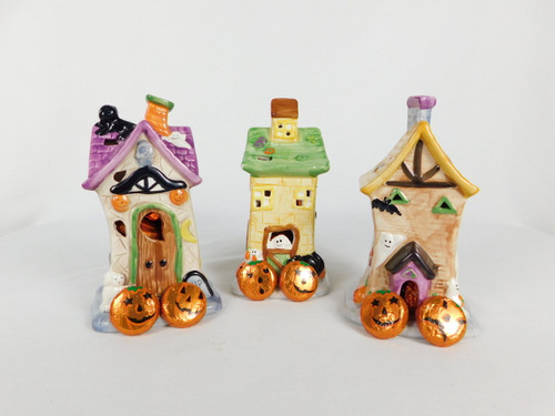 This Hounted House contains, 16 pieces of chocolate foiled pumpkins.