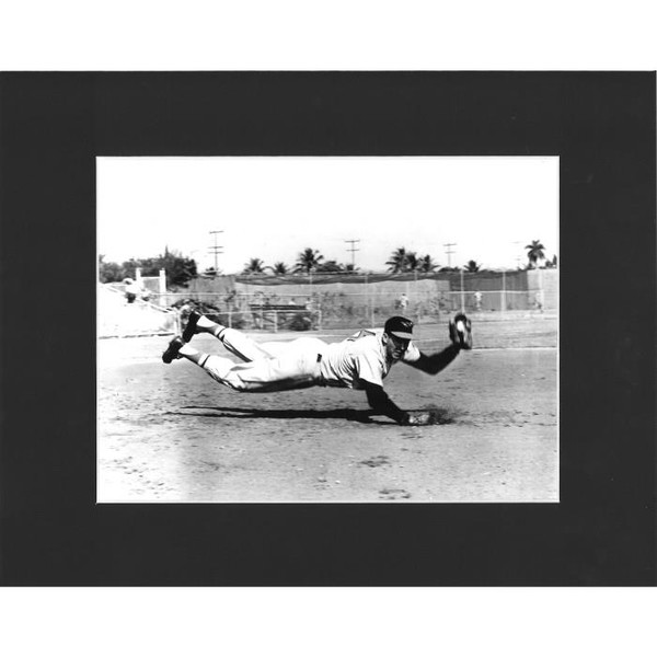 Matted 8x10 Photo- Brooks Robinson Diving