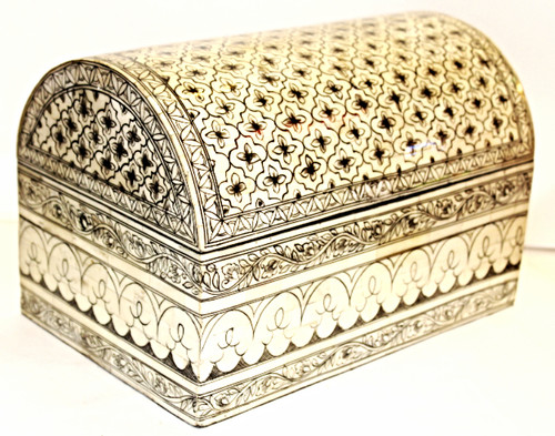 Beautiful hand-painted box from Thailand, oriental boxes, trinket box, small chest, bone box, jewelry box, jewelry box bone, jewelry box black and white,