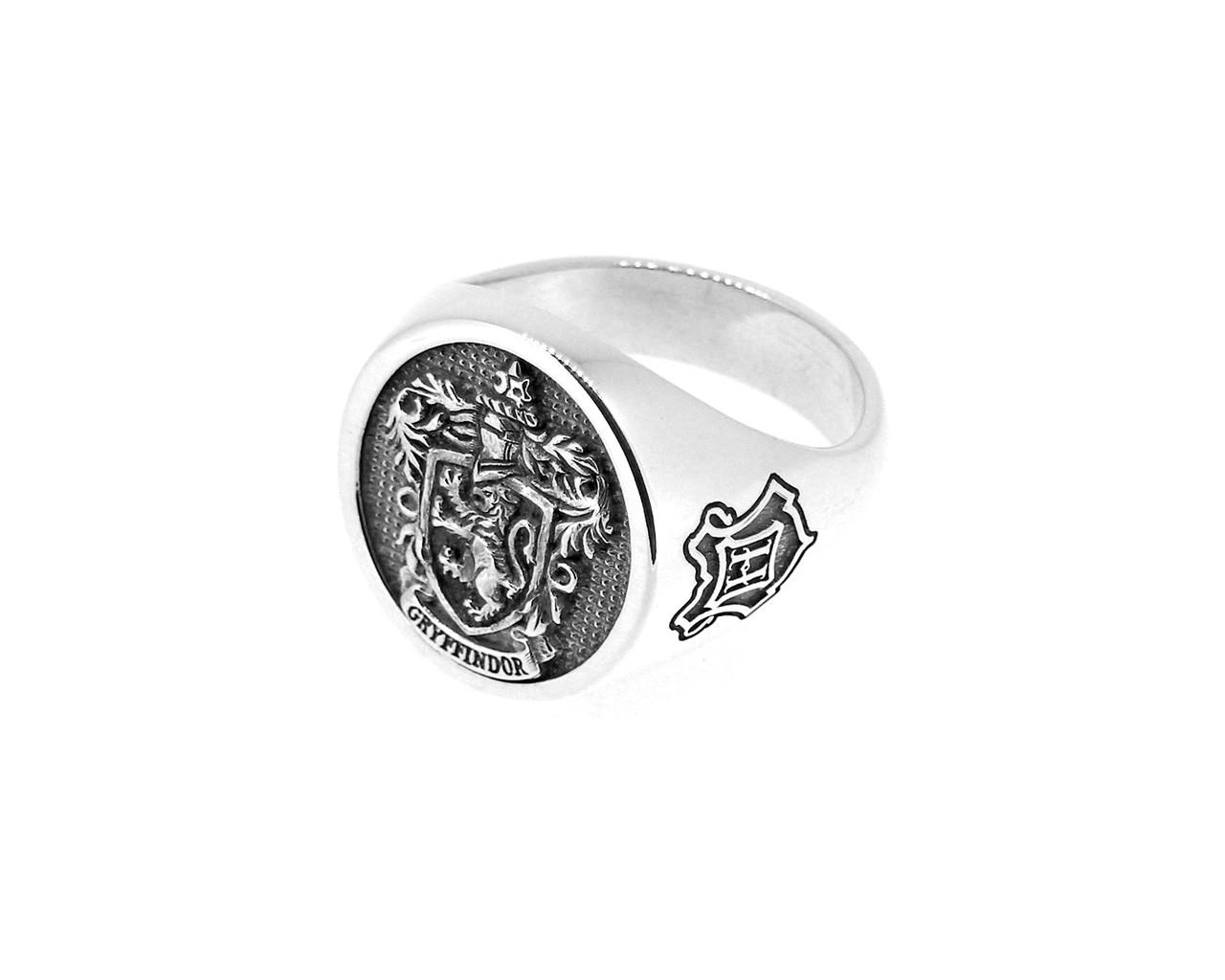 Harry Potter - Gryffindor House Crest - Sterling Silver Signet Ring