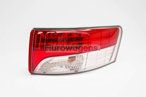 Rear outer light right LED Toyota Avensis 09-11 Saloon