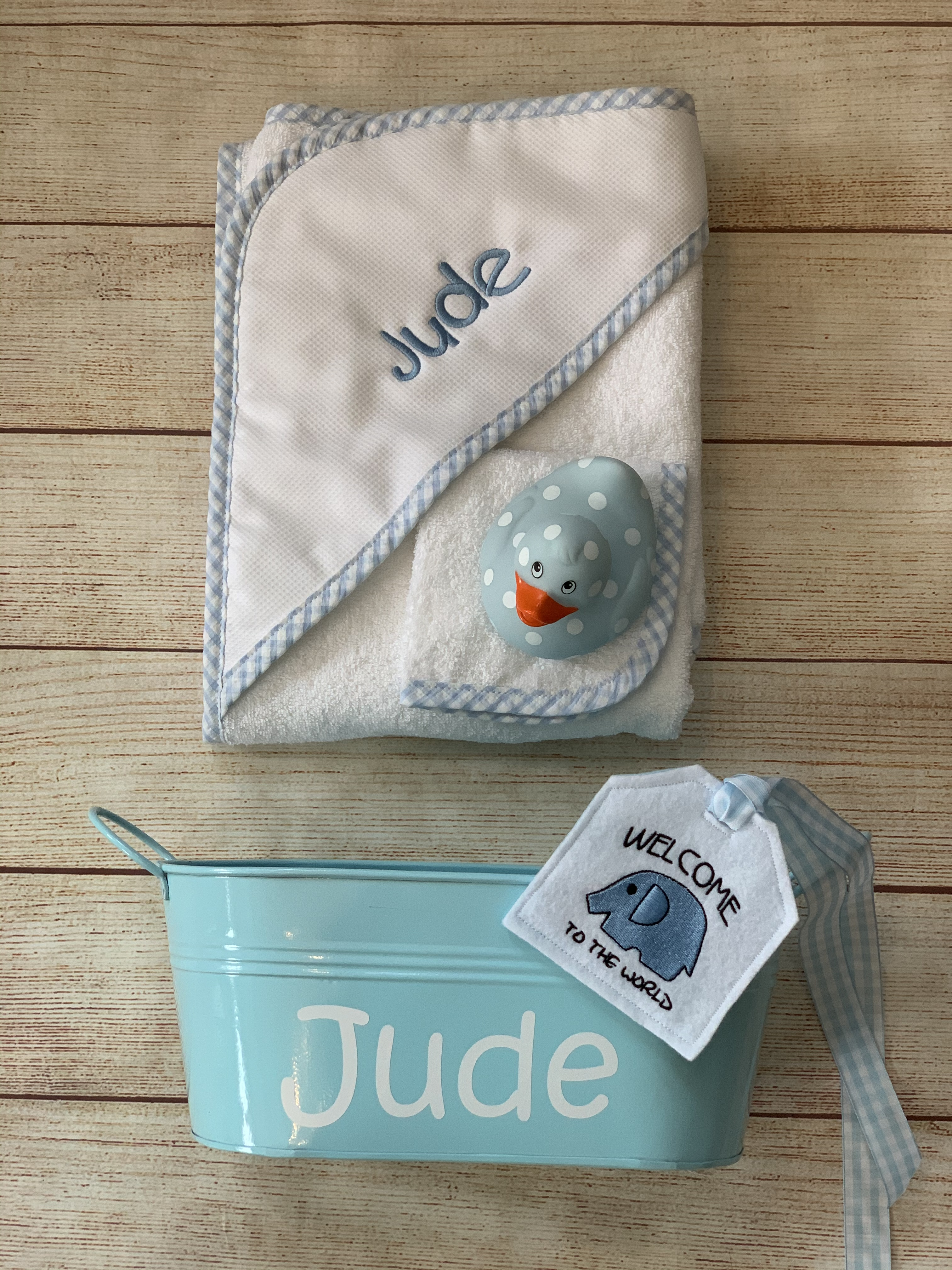 Make the gift even better by adding  a rubber duck, a gift tin and a tag.