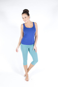 Witjuti ¾ length leggings feature a relaxed roll top waistband making them amazingly comfortable and ideal for yoga and other exercise.